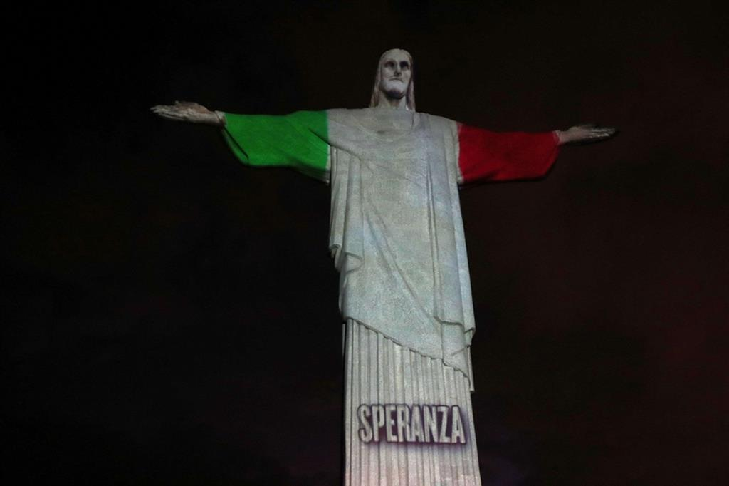 CORONAVIRUS, BRASILE: IL CRISTO DI RIO ILLUMINATO CON IL TRICOLORE ...